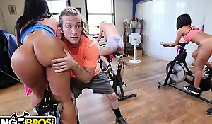 BANGBROS - Latin MILF Rose Monroe Gets Her Big Ass Troubled Abroad By Shut off Stake