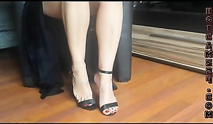 Sexy feet and swaggering high-heeled slippers dangling - hotcams24sex xxx video