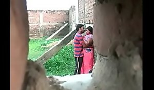Desi aunty endanger connected with young old bean at a secret place