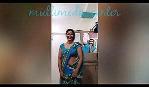 Hot Desi aunty saree belly button show